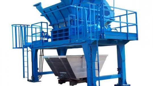 La triturazione di fusti in ferro e contenitori IBC | SatrindTech Srl