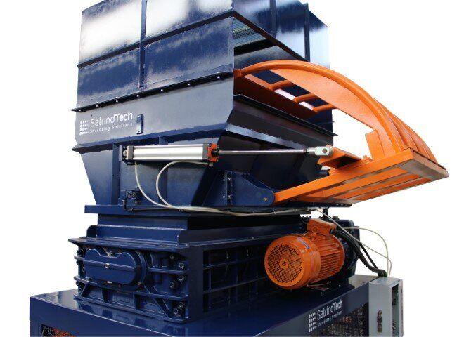 Come triturare materozze e serbatoi in plastica | SatrindTech Srl